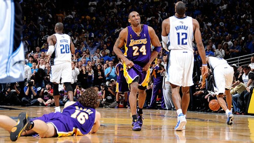Kobe throwing his usual fit